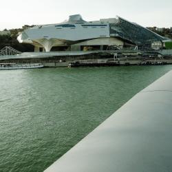 [Musée des Confluences, vu du pont Raymond-Barre]