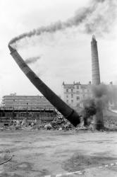 [Démolition des cheminées de l'usine Brown, Boveri & Cie (B.B.C.)]