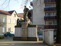 Monument aux Morts, Montchat avant nettoyage