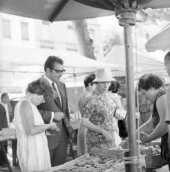 Gérard David sur le marché du quai Saint-Antoine