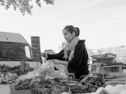 La petite vendeuse de salades, au marché Augagneur