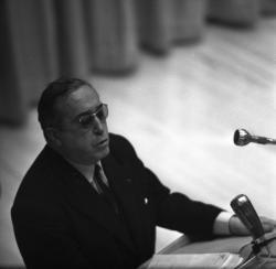 Conférence politique avec Dumas et Caillé