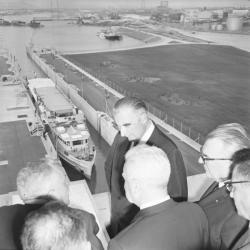 Pompidou, Georges inaugure le barrage de Pierre-Bénite