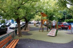 Parc à jeux pour enfants, place des Chartreux