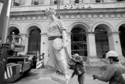 [Dépose des muses de l'Opéra de Lyon]