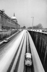 [Le quai Jules-Courmont sous la neige]