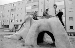 [Sculpture-toboggan d'Yves Henri à Oullins]