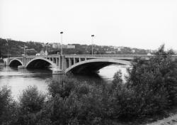 [Pont Pasteur]