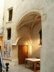 Anse, le Château des Tours, cour intérieure