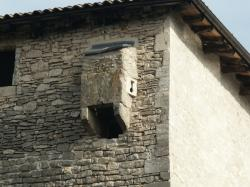 Anse, le Château des Tours. Bretèche, tour nord.