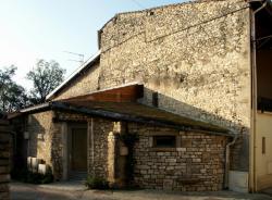 Anse, rue des Remparts, maison de village
