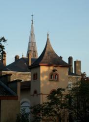 Anse, la Mairie et l'église Saint-Pierre.