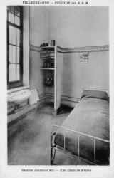Villeurbanne - Peloton des E.O.R. - Caserne Jeanne-d'Arc - Une chambre d'élève