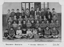 [Souvenir scolaire : école des garçons de La Poudrette à Vaulx-en-Velin, cours supérieur, 1re année (année 1940-1941)]
