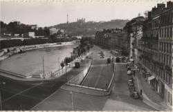 Lyon-Vaise : Les Quais de la Saône ; dans le fond, la Colline de Fourvière