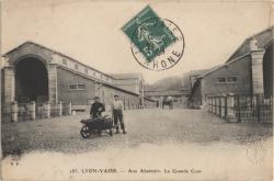 Lyon - Vaise : Aux Abattoirs ; La Grande Cour
