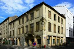 La rue Baraban, du n°117 au n°125, façade rue Paul Bert.