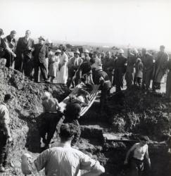 [Charniers de l'aérodrome de Bron, 30 septembre 1944]