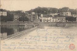 Lyon : Vue prise de L'Ile Barbe