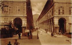 Chambéry : Rue et Colonne de Boigne ; vues de la place St-Léger.