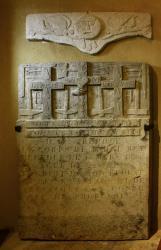 [Chapelle Saint-Fortunat, pierre tombale d'André Buy, compagnon tailleur de pierre]