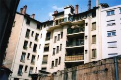 Immeuble 33, quai Arloing : façade postérieure sur cour