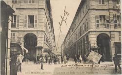 Chambéry (Savoie) : La rue de Boigne ; Les Portiques.