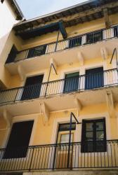 Immeuble 4, quai Arloing : balcons sur cour