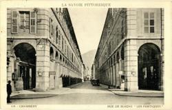 """La Savoie pittoresque : Chambéry ; Rue de Boigne """"Les Portiques""""."""