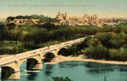 Avignon - Le Pont Villeneuve et le Palais des Papes.