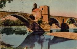 Avignon - La Chapelle Saint-Nicolas et le Pont St-Bénézet (construit au XIIe siècle, il avait jadis 900 m. et comptait 22 arches).