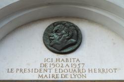 Médaillon à la mémoire d'Edouard Herriot