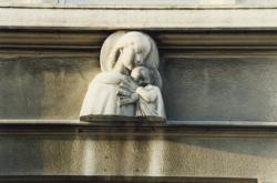 44, rue de la Claire : Vierge à l'Enfant