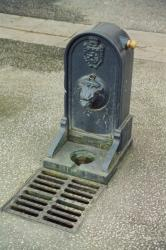 Borne-fontaine de la place de Paris