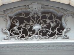 Imposte à arabesques, 7 rue Puits-Gaillot