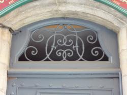 Imposte à monogramme, 1 rue Alexandre-Luigini