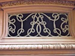 Imposte à monogramme, 2 rue de la Loge