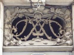 Imposte à monogramme, 12 rue Sainte-Catherine