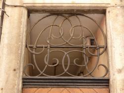 Imposte à monogramme, 16 rue Neuve