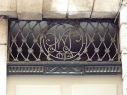 Imposte à monogramme, 25 rue Lanterne