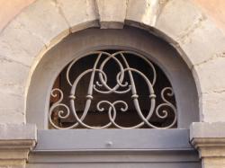 Imposte à monogramme, 59 rue Saint-Georges
