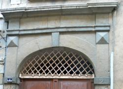 Imposte à treillis losangé, 2 rue de Gadagne