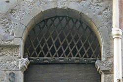 Imposte à treillis losangé, 13 rue Saint-Jean