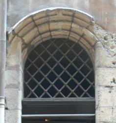 Imposte à treillis losangé, 36 rue Saint-Jean