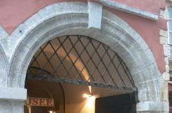 Imposte à treillis losangé, 60 rue Saint-Jean