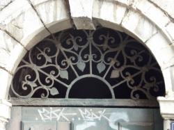 Imposte rayonnante, 16 rue Sergent Blandan
