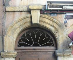 Imposte rayonnante, 33 rue Saint-Jean