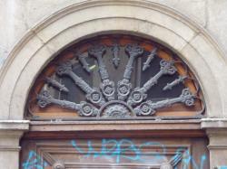 Imposte rayonnante, 42 rue Sergent Blandan