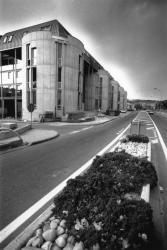 """[Immeuble de logements """"Le Front du Rhône"""" à Givors]"""