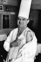 """[Paul Bocuse, """"cuisinier du siècle""""]"""